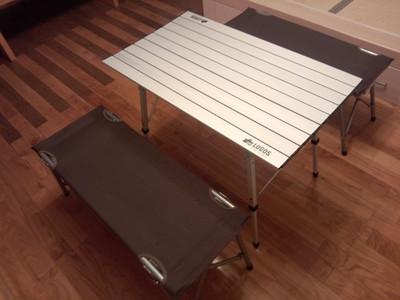 続いてこちらは ベンチテーブル(H42)とリビングテーブル(H32)です。