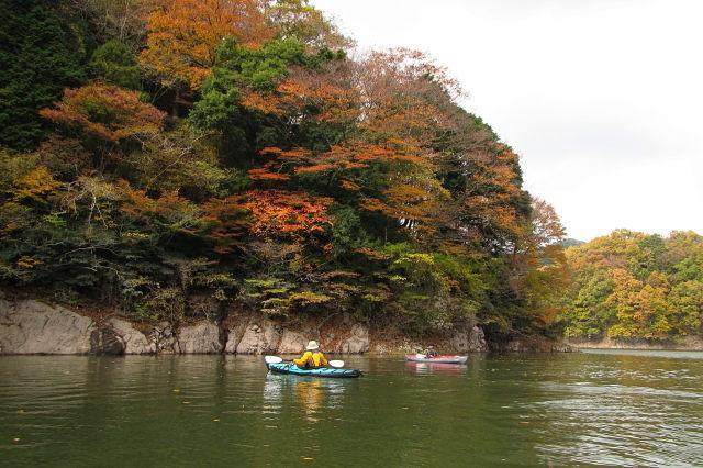 紅葉の湯原湖