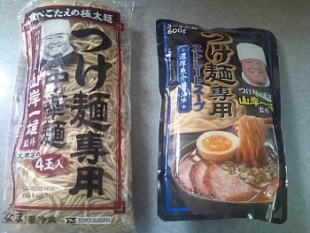 """""""つけ麺""""の旨さは異常。ヌルいから一気に掻き込めるし、スープも濃くて飲み応えがある"""