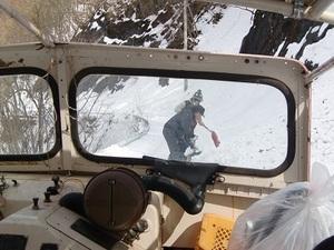 1キロ位走った時に、雪崩で道 ...