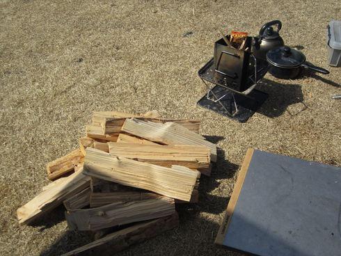富士五湖付近の薪販売の売り場チェック。キャンプ …